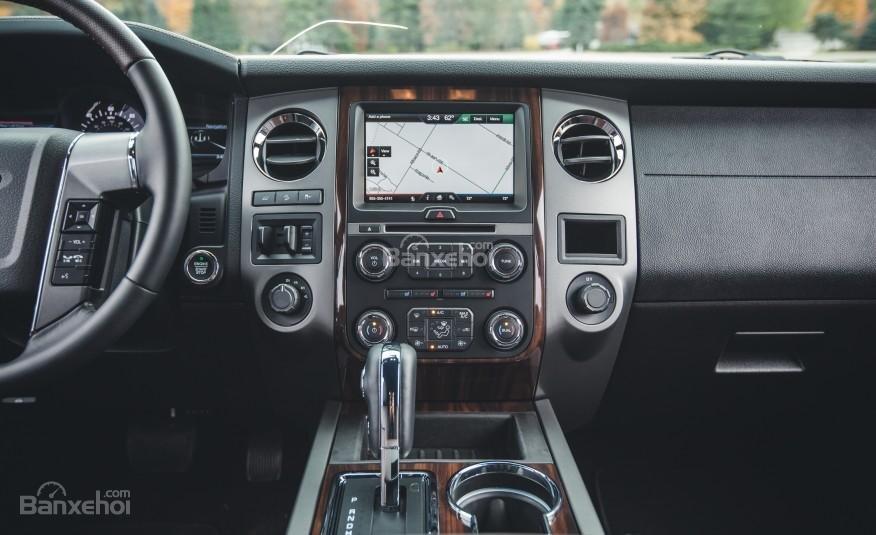 Đánh giá bảng điều khiển xe Ford Expedition 2016