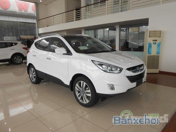 Hyundai Tucson 2.0 đời 2015, màu trắng, giá 996tr-1