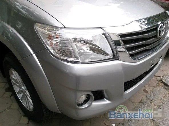 Bán ô tô Toyota Hilux 2.5E năm 2015, màu bạc, giá tốt gọi ngay 0912099968-4