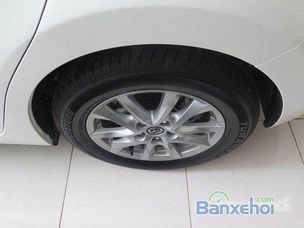 Xe Mazda 3 Skyactiv 2015 mới màu trắng đang được bán-5