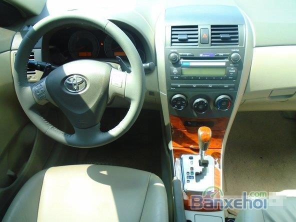 Chiếc Toyota Corolla Altis 2009 2.0G bạc đặc biệt này được bán với giá 645 tr-9