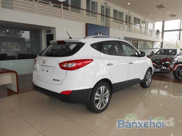 Hyundai Tucson 2.0 đời 2015, màu trắng, giá 996tr-4