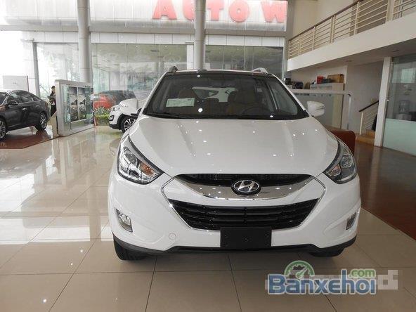 Hyundai Tucson 2.0 đời 2015, màu trắng, giá 996tr-0