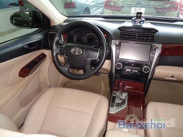 Xe Toyota Camry 2.0E 2013 cũ màu đen đang được bán-4