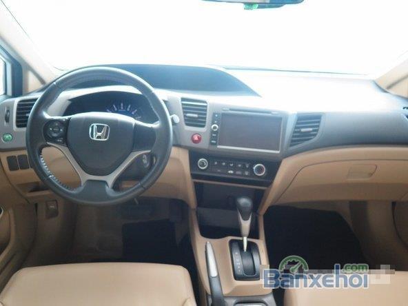 Xe Honda Civic 2 2012 cũ màu trắng đang được bán-6