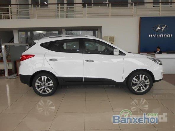 Hyundai Tucson 2.0 đời 2015, màu trắng, giá 996tr-3
