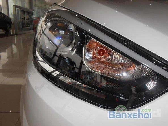 Hyundai Tucson 2.0 đời 2015, màu trắng, giá 996tr-2