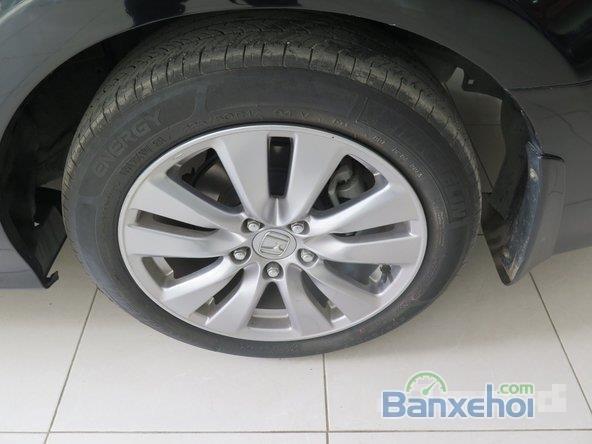 Cần bán xe Honda Accord AT năm 2012, màu đen đã đi 22000 km-5