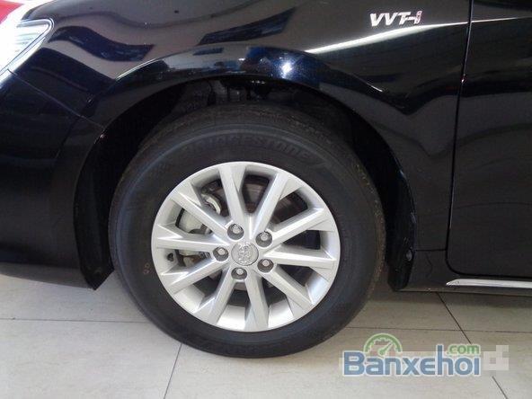Xe Toyota Camry 2.0E 2013 cũ màu đen đang được bán-2