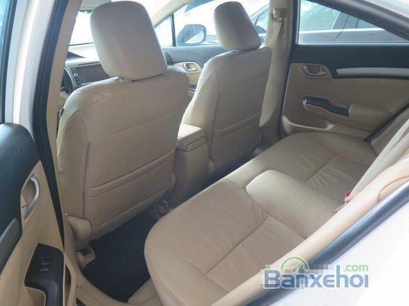 Xe Honda Civic 2 2012 cũ màu trắng đang được bán-8