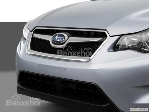 Đánh giá xe Subaru XV Crosstrek 2015: Phía trước xe là cản trước ốp nhựa