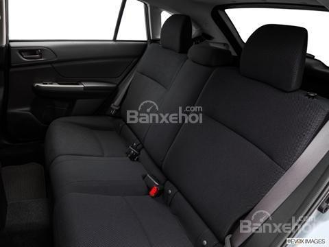 Đánh giá xe Subaru XV Crosstrek 2015: Nếu 3 người ngồi hàng ghế sau thì hơi chật