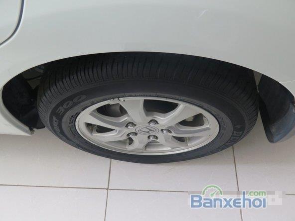 Xe Honda Civic 2 2012 cũ màu trắng đang được bán-4