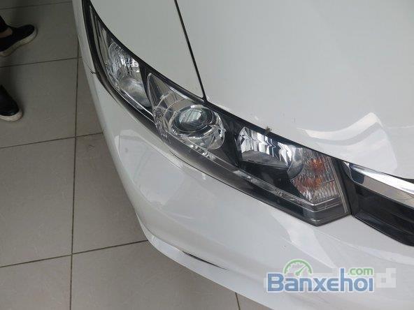 Xe Honda Civic 2 2012 cũ màu trắng đang được bán-1
