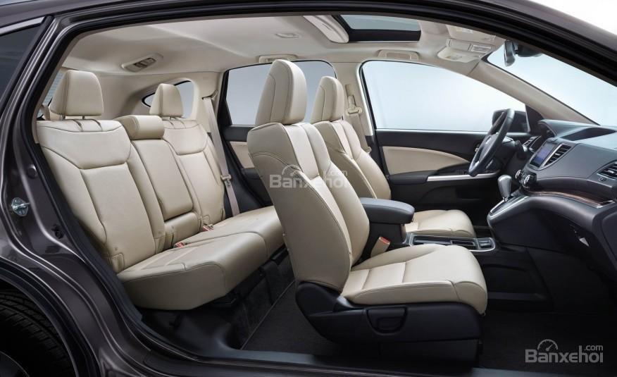 Đánh giá xe Honda CR-V 2016: Hàng ghế sau được trang bị chốt an toàn cho trẻ em
