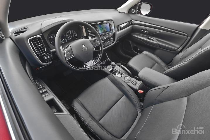 Đánh giá xe Mitsubishi Outlander Sport 2016: Bảng tablo được thiết kế gọn gàng.