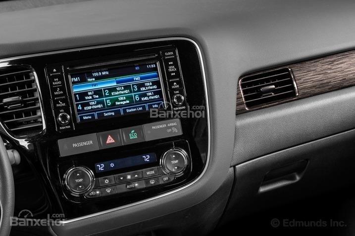 Các chuyên gia đánh giá xe Mitsubishi Outlander Sport 2016 rất ấn tượng với những trang bị tiện nghi trên xe.