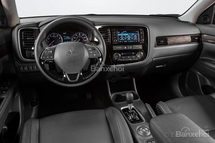 Đánh giá xe Mitsubishi Outlander Sport 2016: Nội thất được nâng cấp ở một số chi tiết nhỏ.