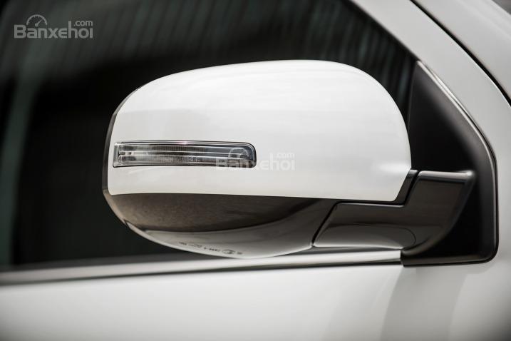 Đánh giá xe Mitsubishi Outlander Sport 2016: Gương chiếu hậu chỉnh và gập điện.