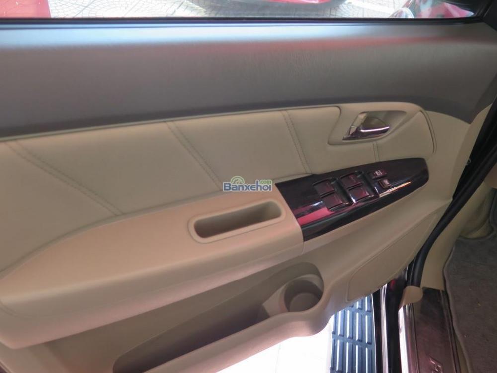 Cần bán lại xe Toyota Fortuner 2.7V 4x2 đời 2013, màu đen -7