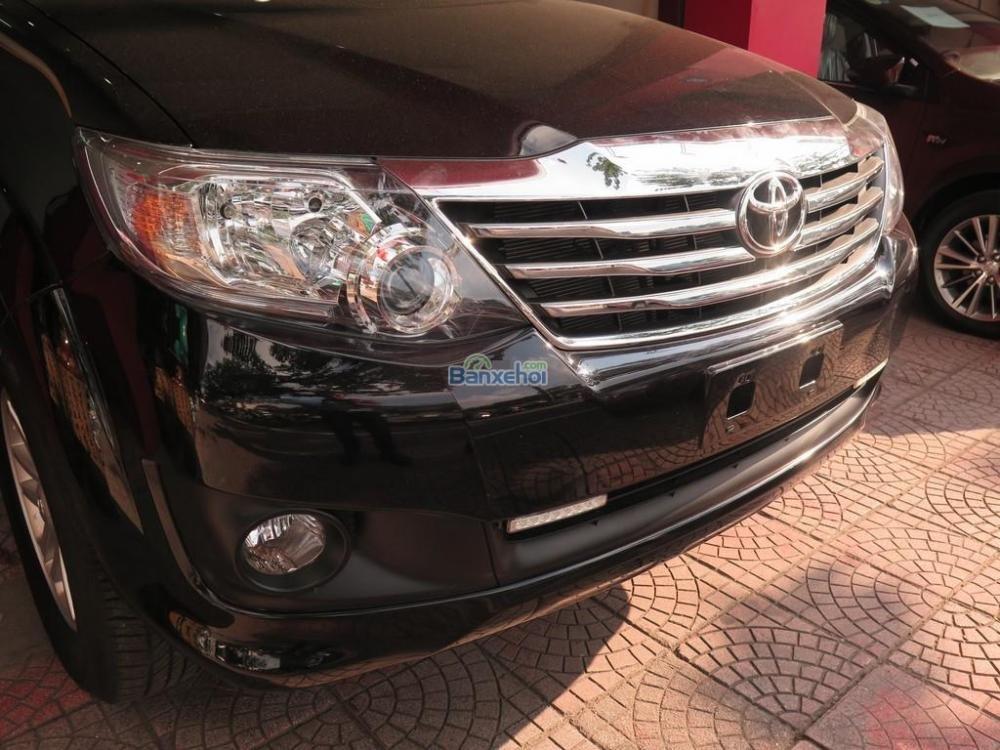 Cần bán lại xe Toyota Fortuner 2.7V 4x2 đời 2013, màu đen -1