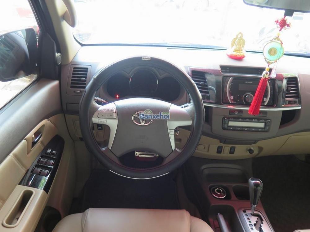 Cần bán lại xe Toyota Fortuner 2.7V 4x2 đời 2013, màu đen -12