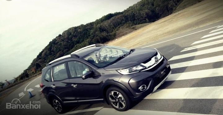 Các chuyên gia đánh giá xe Honda BR-V 2016 đều nhận xét rằng xe cho cảm giác cầm lái khá tốt.