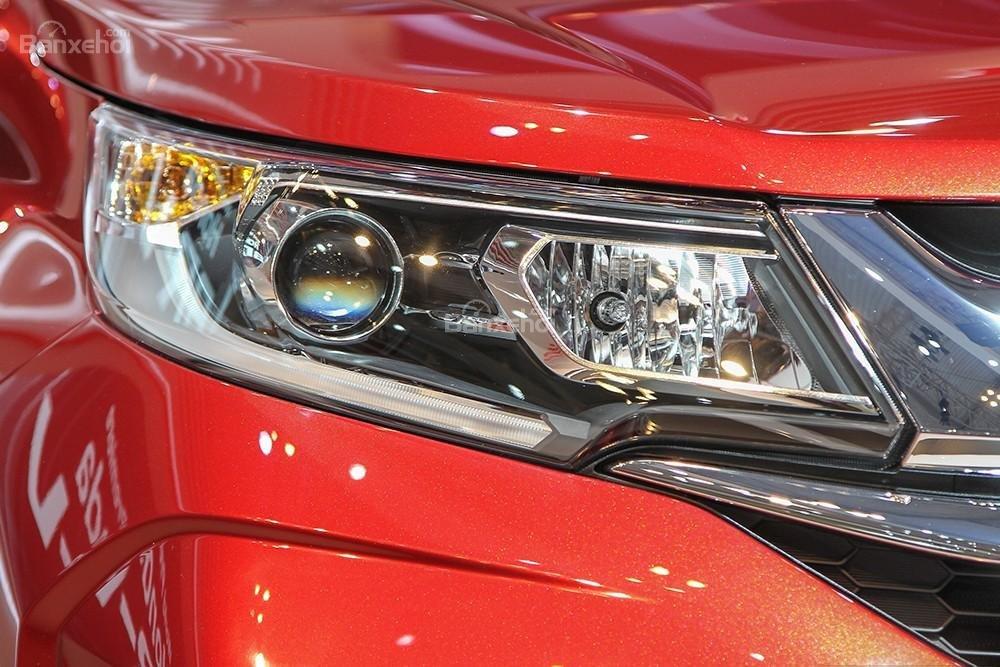 Đánh giá xe Honda BR-V 2016: Đèn pha dạng projector góc cạnh.