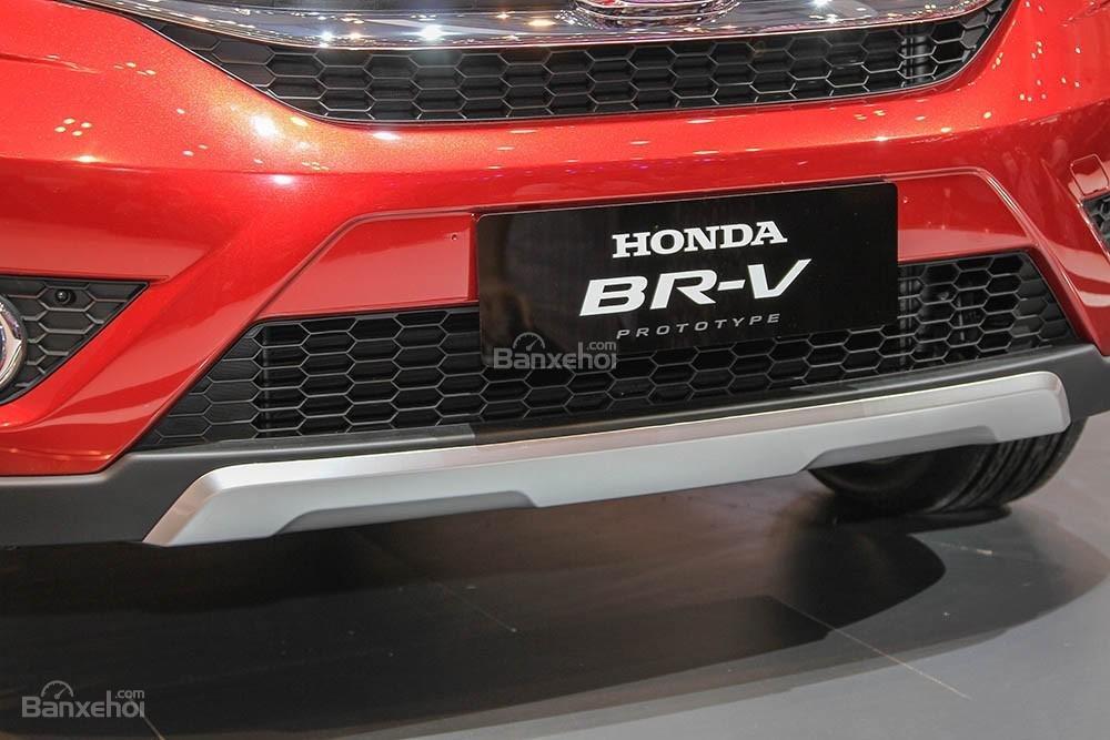 Đánh giá xe Honda BR-V 2016: Lưới tản nhiệt cỡ lớn, mạnh mẽ.