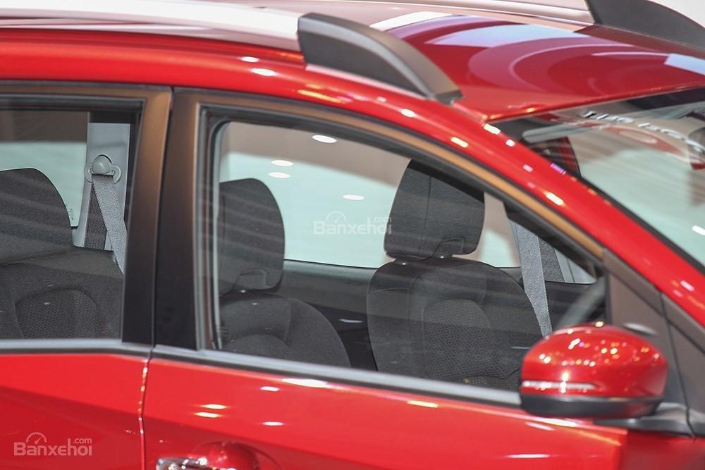 Đánh giá xe Honda BR-V 2016: Khoảng để chân và không gian các hàng ghế rộng rãi.