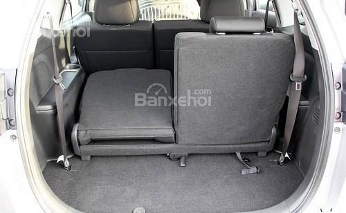 Đánh giá xe Honda BR-V 2016: Hàng ghế thứ 3 có thể gập linh hoạt giúp mở rộng không gian khoang hành lý.