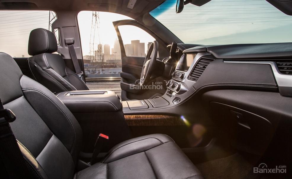 Đánh giá xe Chevrolet Tahoe 2016: thiết kế hàng ghế trước