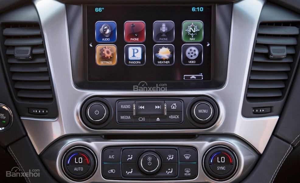 Đánh giá xe Chevrolet Tahoe 2016: Thiết kế của bảng điều khiển khá đẹp mắt