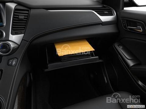 Đánh giá xe Chevrolet Tahoe 2016: ở ngay phía dưới bệ phía đầu xe