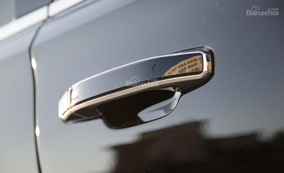 Đánh giá xe Chevrolet Tahoe 2016: tay nắm cửa được thiết kế chau chuốt