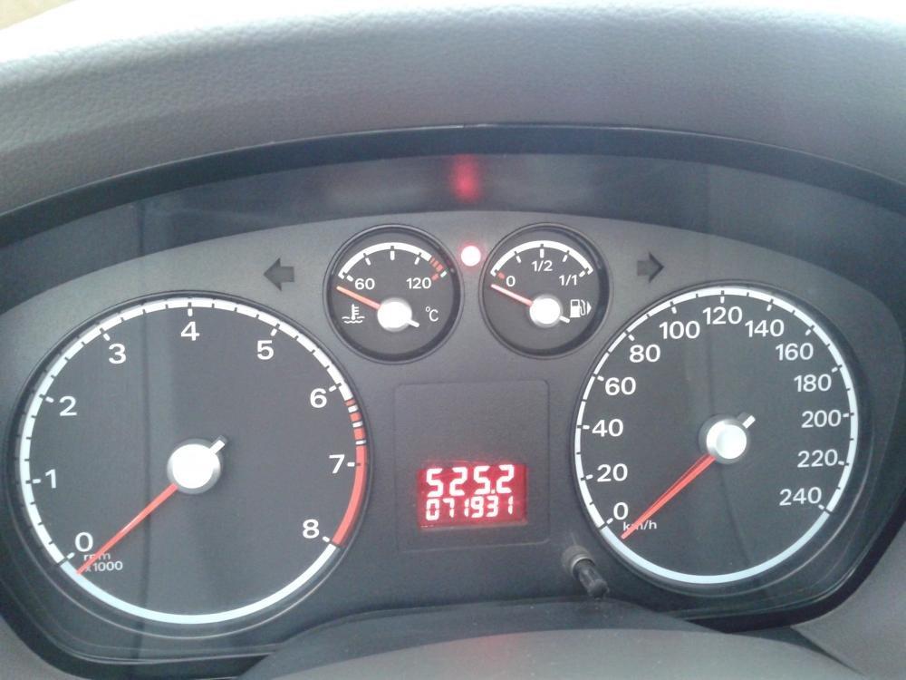 Cần bán lại xe Ford Focus 1.8 MT đời 2011, màu hồng phấn, như mới -3