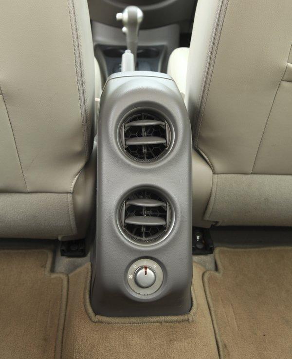 Cần bán xe Nissan Sunny năm 2015, màu trắng-7