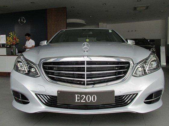 Thanh toán trước 608 triệu để mua xe Mercedes E200 mới 100% 2015-0
