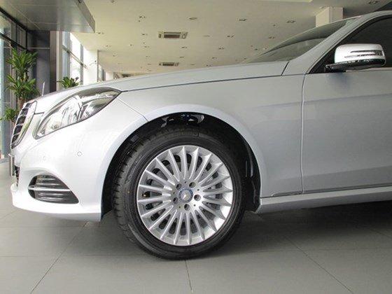 Thanh toán trước 608 triệu để mua xe Mercedes E200 mới 100% 2015-1