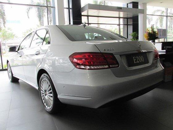 Thanh toán trước 608 triệu để mua xe Mercedes E200 mới 100% 2015-8
