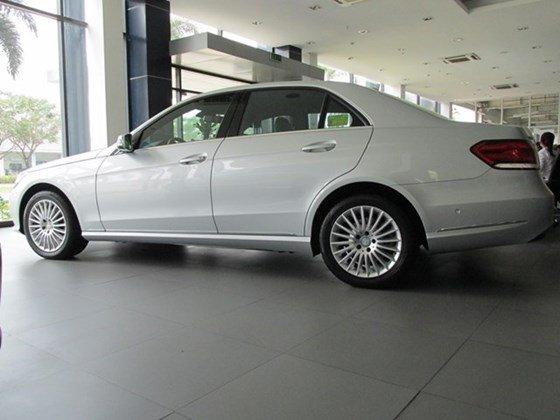 Thanh toán trước 608 triệu để mua xe Mercedes E200 mới 100% 2015-5