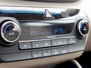 Cần bán gấp Hyundai Tucson đời 2015, màu trắng, xe nhập-6