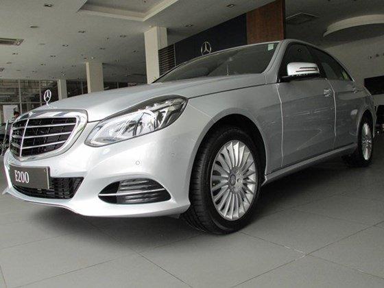 Thanh toán trước 608 triệu để mua xe Mercedes E200 mới 100% 2015-6