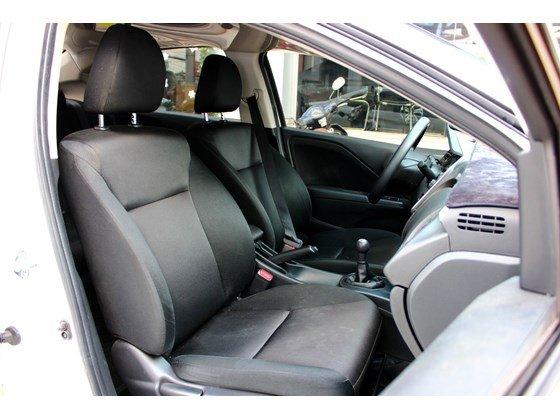 Cần bán lại xe Honda City đời 2015, màu trắng, xe nhập, số sàn, 555 triệu-5