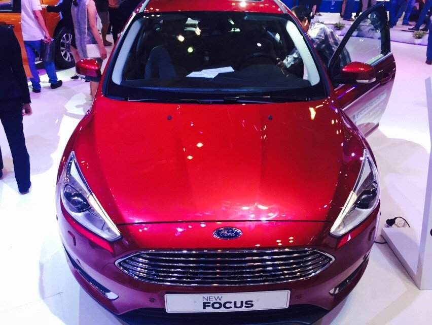 Cần bán xe Ford Focus đời 2015, màu đỏ-0