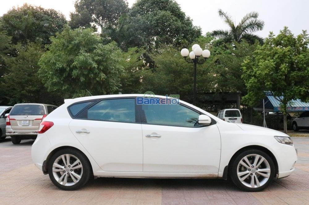 Cần bán Kia Cerato năm 2011, màu trắng, nhập khẩu chính hãng, số tự động, giá tốt-0