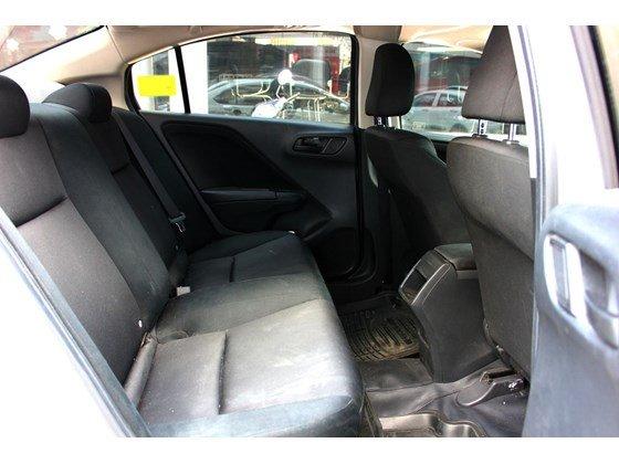 Cần bán lại xe Honda City đời 2015, màu trắng, xe nhập, số sàn, 555 triệu-7