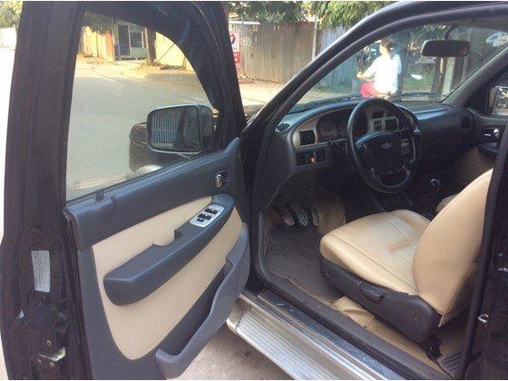 Cần bán gấp Ford Everest 2005, màu đen, xe nhập, số sàn  -4