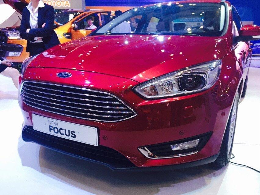 Cần bán xe Ford Focus đời 2015, màu đỏ-2
