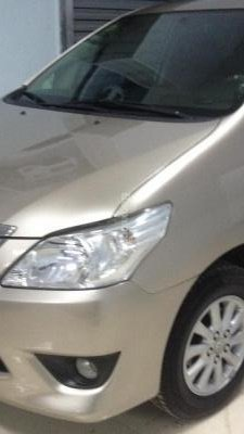Bán Toyota Innova E đời 2012, màu vàng số sàn - 690 triệu-1
